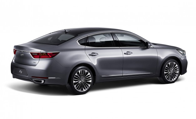Exterior of the new 2017 Kia Cadenza